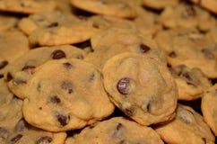 Close up do fundo caseiro das cookies dos pedaços de chocolate Imagens de Stock Royalty Free