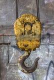 Close up do gancho amarelo que oscila imagens de stock royalty free
