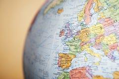 Close-up do globo em Europa fotografia de stock