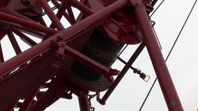 Close-up do guincho do guindaste de cabo do metal vídeos de arquivo