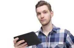 Close up do homem novo considerável que guarda a tabuleta Imagens de Stock
