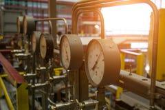 Close up do manômetro Sistema de manômetros para a pressão de gás de medição no sistema de distribuição do gás no gasoduto fotos de stock