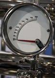 Close up do medidor an?logo em uma unidade de fabrica??o foto de stock royalty free
