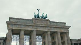 Close-up do movimento lento da restauração da porta de Brandemburgo Na capital de Alemanha, Berlim O conceito de Hitler filme