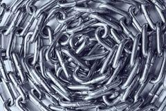 Close-up do ondulado acima da corrente do metal imagem de stock