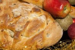 Close up do pão e do Apple imagem de stock royalty free