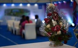 Close up do ramalhete da flor em uma exposição imagem de stock royalty free