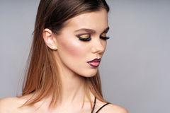 Close up do retrato da mulher bonita imagens de stock royalty free