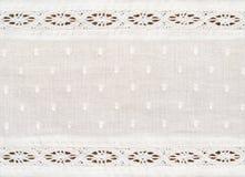 Close up do tecido de algodão branco com beiras do laço Fotos de Stock