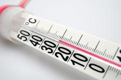 Close up do termômetro Célsio. DOF pequeno Imagens de Stock