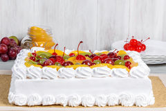 Close-up do tiro do bolo branco do fruto Imagem de Stock Royalty Free