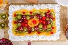 Close-up do tiro do bolo branco do fruto Foto de Stock