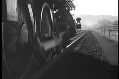 Close-up do trem do vapor que move-se para a frente filme