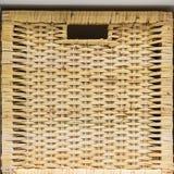 Close-up do weave do Rattan Empacotamento para a roupa e os chapéus Grandes e caixas pequenas Projeto antigo Empacotamento para c imagem de stock