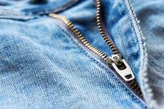 Close-up do zíper de calças de ganga foto de stock royalty free