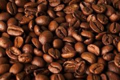 Close up dos feijões de café de Brown Foto de Stock Royalty Free
