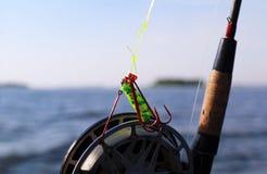 Close-up dos ganchos e do carretel de pesca Imagem de Stock