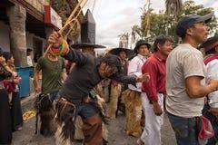 Close up dos homens nativos do kichwa que dançam fora Fotos de Stock