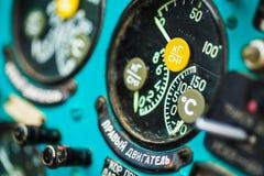Close-up dos instrumentos na grande cabina do piloto do helicóptero Foto de Stock Royalty Free