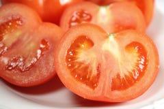 Close up dos tomates na placa imagem de stock royalty free