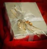 close-up dozen met giften met gouden lint Royalty-vrije Stock Foto