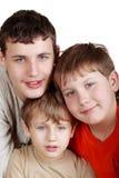 Close-up drie glimlachende jongens Royalty-vrije Stock Afbeeldingen