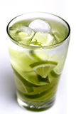 Close-up of drink with lime slices Royalty Free Stock Photos