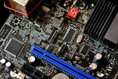 Close-up eletrônico dos microcircuitos foto de stock