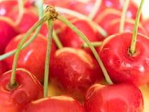 Close-up em frutos frescos da cereja doce foto de stock