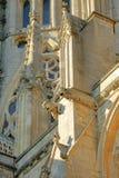 Close-up em gárgulas e em pináculos na catedral de Ely em Cambridgeshire imagens de stock