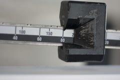 Close-up ereto da escala do peso Fotografia de Stock