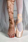 The close-up feet of young ballerina in pointe shoes Royalty Free Stock Image