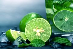 Close up the fresh mojito cocktail with fresh lime and mint leaf Stock Images
