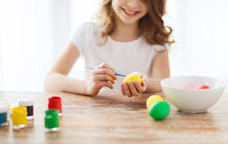 Close up of girl coloring eggs for easter Royalty Free Stock Photos