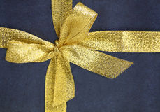 Close-up gold ribbon bow Royalty Free Stock Photography