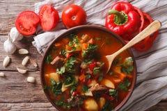 Close-up húngaro do bograch da sopa de goulash vista superior horizontal imagens de stock