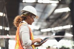Free Close Up Hand Industrial Industrial Plant With A Tablet In Hand Royalty Free Stock Photo - 173598825
