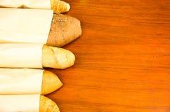 Close-up heerlijke verscheidenheden van vers brood Royalty-vrije Stock Foto's