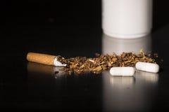 Close-up het gebroken sigareteinde roken Royalty-vrije Stock Foto's