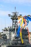 Close-up - het snijden en kanonoorlogsschip Stock Foto's