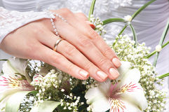 Close-up image of bride's hands holding beautiful flowers Royalty Free Stock Photos