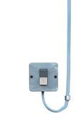 Close up industrial do interruptor de alimentação do botão do controle bonde exterior do equipamento, cabo de fio azul sujo resis Fotos de Stock Royalty Free