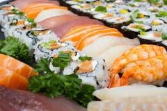 Close-up japonês do alimento Variedades deliciosas de marisco exótico do sushi Imagens de Stock Royalty Free