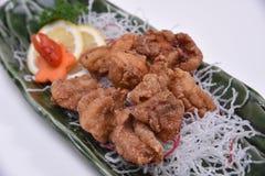 Close up japonês do frango frito de Karaage no fundo branco Foto de Stock Royalty Free