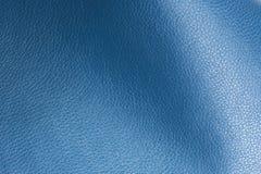 Close-up lustroso azul da textura do fundo do couro artificial Fotos de Stock