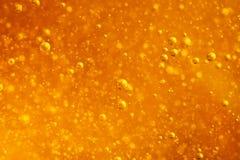 Close up macro abstrato das bolhas do mel na cor ambarina brilhante A textura do mel Conceito saudável do alimento Dieta fotografia de stock royalty free