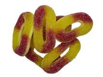 Close-up of macro van kleverig suikergoed op witte achtergrond stock foto