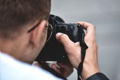 Free Close Up Male Hands Hold Professional Camera And Make A Photo Stock Image - 151825551