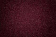 Close up matt roxo escuro da tela da camurça Textura de veludo do feltro fotos de stock