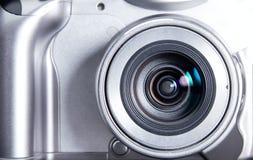 Close up moderno de prata compacto da câmera imagem de stock